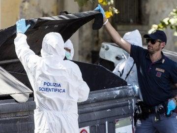 Varios miembros de la policía forense italiana