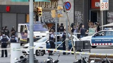 Mossos en las proximidades del atentado de Barcelona