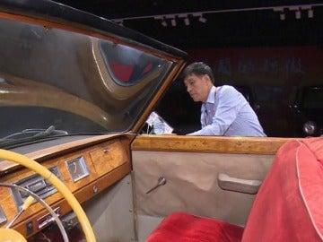 Luo Wenyou es el mayor coleccionista de coches antiguos de China
