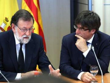 Mariano Rajoy y Carles Puigdemont, en su reunión tras los atentados de Catalunya