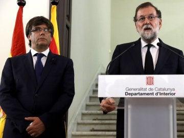El presidente del Gobierno, Mariano Rajoy, y el presidente de la Generalitat de Cataluña, Carles Puigdemont