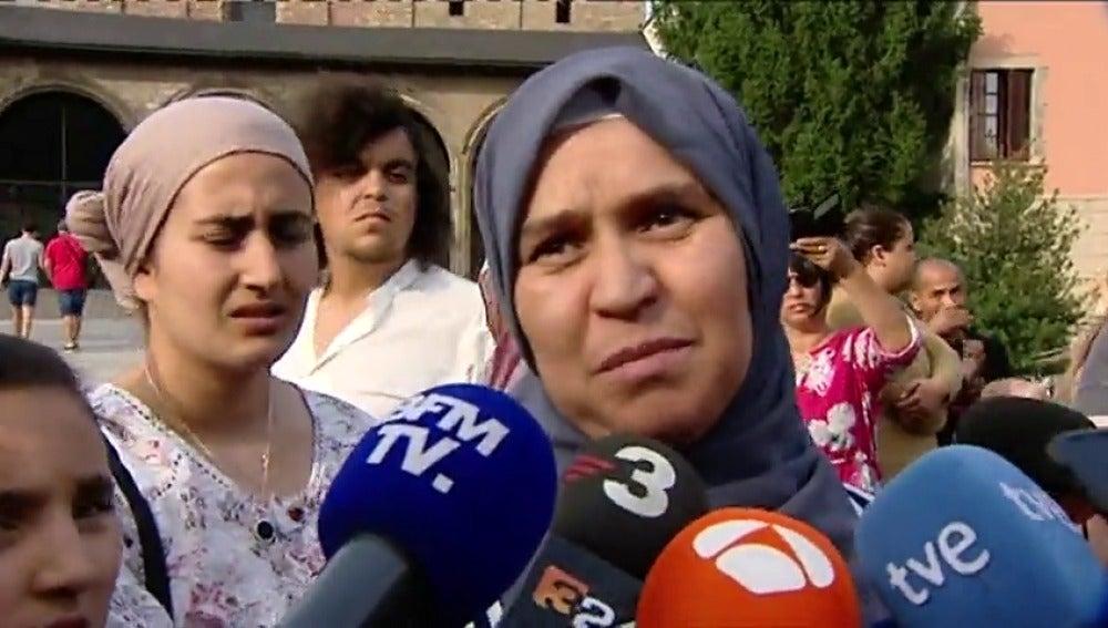 """La madre de Younes Abouyaaqoub, el terrorista huido: """"Entrégate, es mejor en la cárcel que muerto. El Islam no habla de matar"""""""