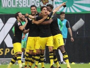 Bartra celebra un gol