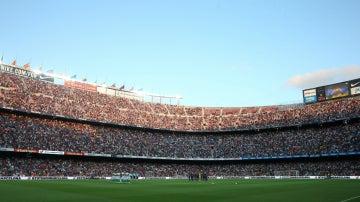 Minuto de silencio en el Camp Nou