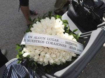 Corona de flores en homenaje del noveno aniversario de la tragedia de Spanair