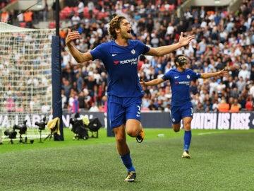 Marcos Alonso celebra un gol con el Chelsea
