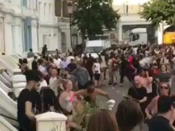 Personas huyendo durante el presunto ataque