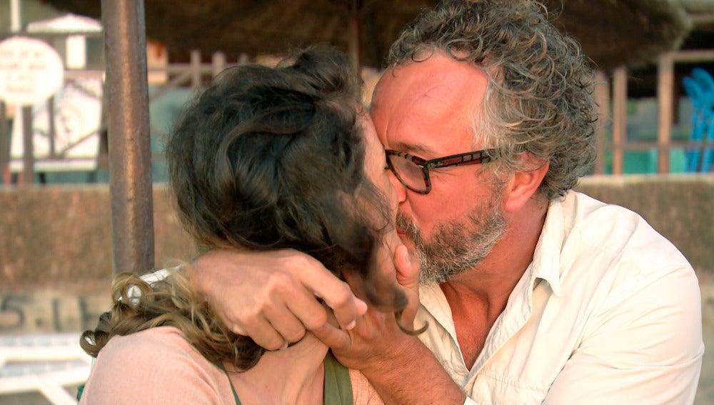 Isa y Fran, los locos enamorados de Gambia