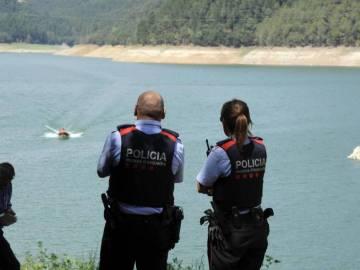 Los Mossos d'Esquadra y los Bomberos buscan a los desaparecidos en el pantano de Susqueda (Girona)