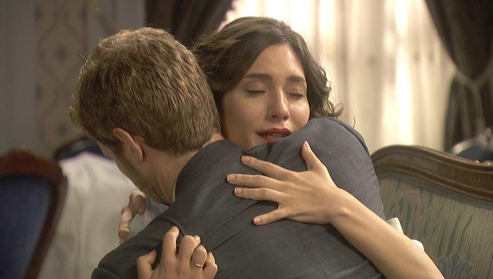 El especial regalo de despedida de Nicolás a Camila