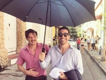 Miguel Ángel Silvestre y Pedro Pascal en el rodaje de 'Narcos'