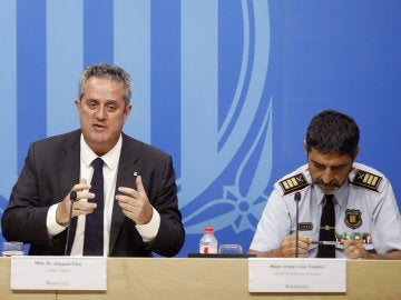 El conseller de Interior, Joaquim Forn, junto al mayor de los Mossos d'Esquadra