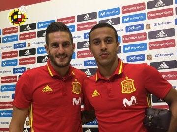 Koke y Thiago Alcántara en rueda de prensa