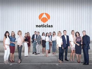Los presentadores de Antena 3 Noticias