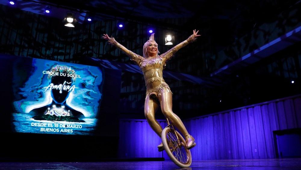Artistas del Circo del Sol realizan una exhibición de muestra