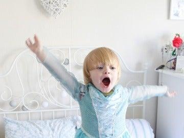 Noah, disfrazado de la princesa Elsa de 'Frozen'