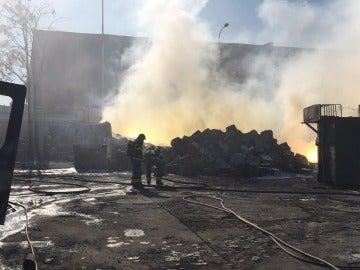 Incendio en un polígono industrial de Fuenlabrada