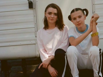 Millie Bobby Brown y Maisie Williams juntas