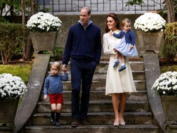 Los príncipes Guillermo y Kate junto a sus hijos