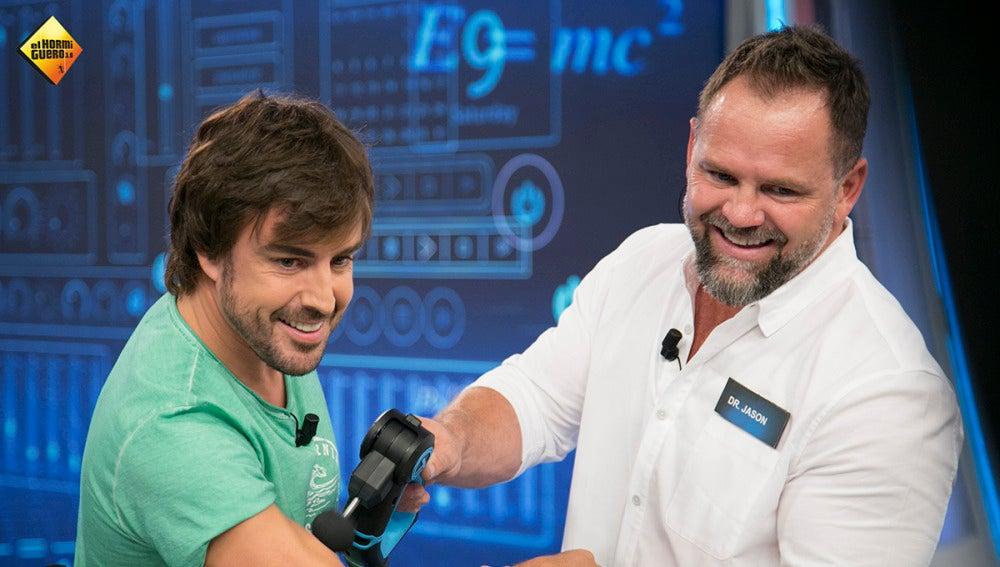Marron le enseña a Fernando Alonso lo último en tecnología para superar las peores lesiones