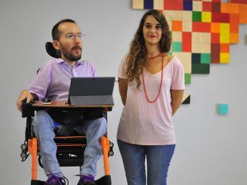 Pablo Echenique junto a Noelia Vera