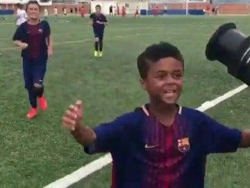 Shane Kluivert marca su primer gol con el Barcelona y se lo dedica a su padre