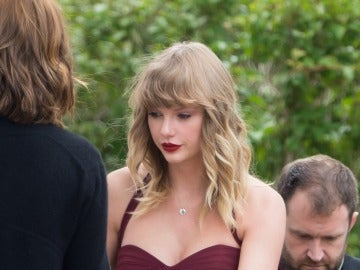 Taylor Swift de dama de honor en la boda de su mejor amiga