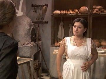 Candela recibe una visita que le deja sin habla