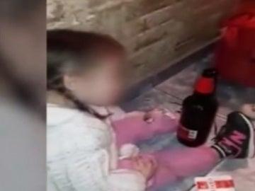 Obligaban a su hija a beber, fumar y tomar droga