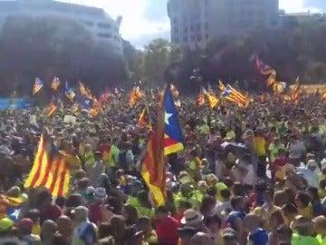 Barcelona acoge una gran movilización independentista de apoyo al 1-O