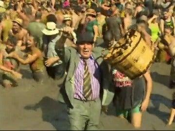 """La """"Fiesta del Charco"""" reúne a más de 10.000 personas en Gran Canaria"""