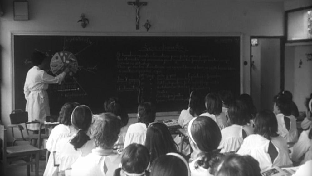 La estricta enseñanza de los colegiales de los 60