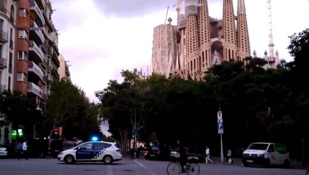 Los Mossos acordonan el entorno de la Sagrada Familia en el marco de una operación antiterrorista
