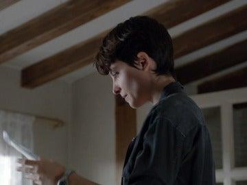 """Ana hace una llamada: """"No te preocupes, nadie sospecha nada"""""""