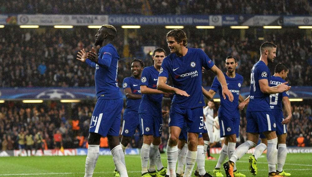 Los jugadores del Chelsea celebran el gol de Bakayoko contra el Qarabag