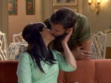 Marta y Benoit viven con cautela su reciente amor