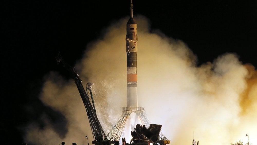 La nave espacial Soyuz MS-06 despega hacia la Estación Espacial Internacional (EEI)