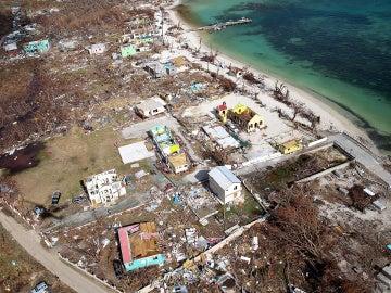 Vista desde el aire de los daños causados por el huracán Irma en Tortola, Islas Vírgenes Británicas
