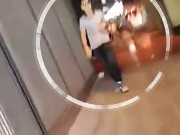Antena 3 Noticias entrevista a la joven que grabó al terrorista huyendo de Las Ramblas