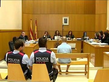 Condenado a 8 años de cárcel un exmonitor de la escuela Maristas de Sants de Barcelona por difundir pornografía infantil