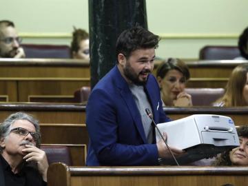 Gabriel Rufián con una impresora en el Congreso