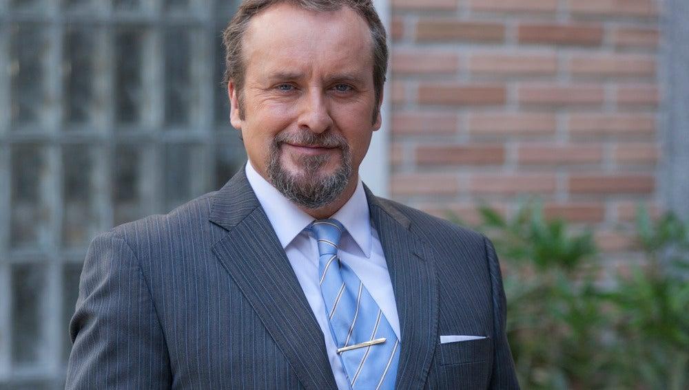 Fernando Cayo es Ernesto Ortega