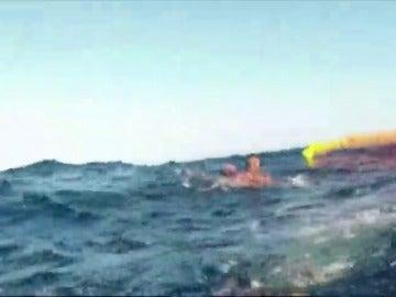 Rescatan a cuatro inmigrantes a 40 millas de la costa de Almería