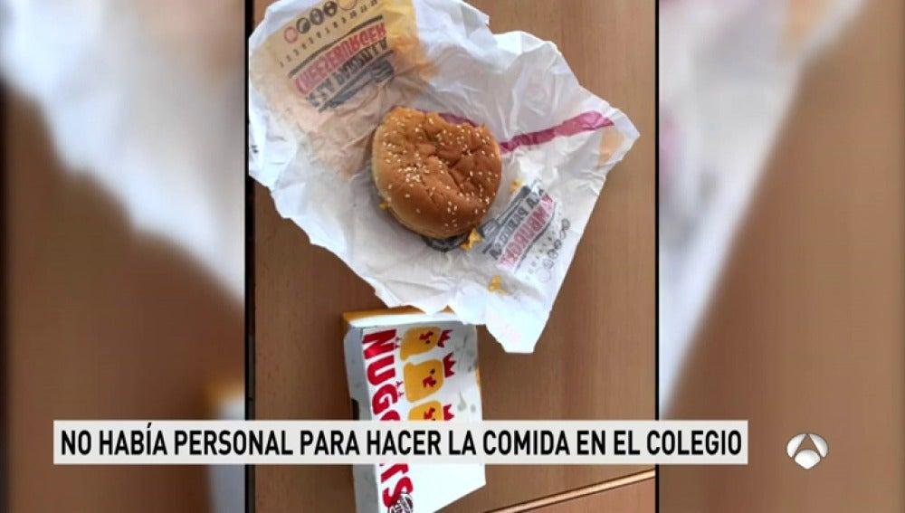 Un colegio de Estepona decide comprar 315 menús de una hamburguesería para sus alumnos ante la falta de personal del comedor