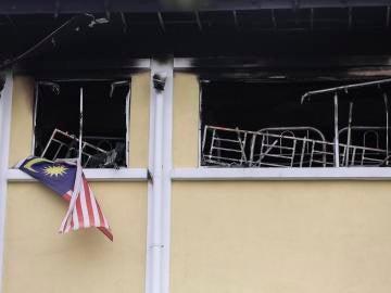 Vista de los daños tras el incendio en la escuela