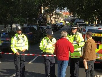 El cordón policial de la policía Metropolitana de Londres