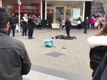 La Policía británica detiene a un hombre armado con un cuchillo cerca de Birmingham