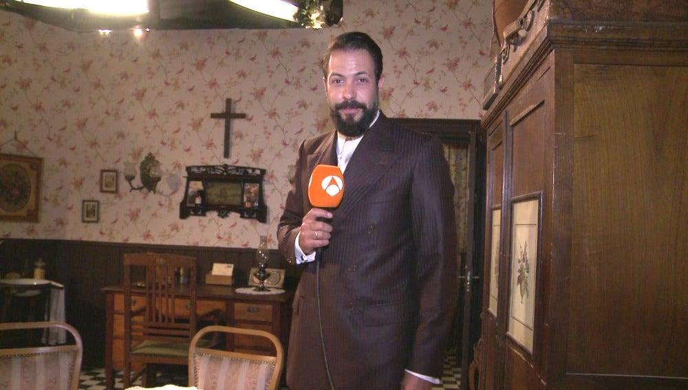 Severo Santacruz nos lleva de tour por los nuevos decorados de 'El secreto de Puente Viejo'