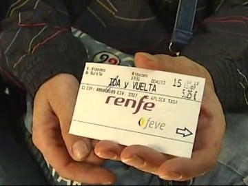 Un viajero presenta una reclamación después de hacer un viaje en tren sin billete