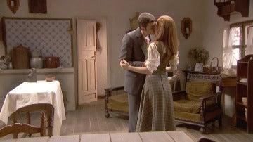 Prudencio se lanza a los labios dulces de Julieta